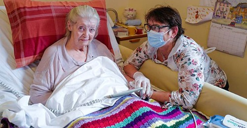 Care Home residents can leave for low risk visits – Eleanor Hayward – Daily Mail